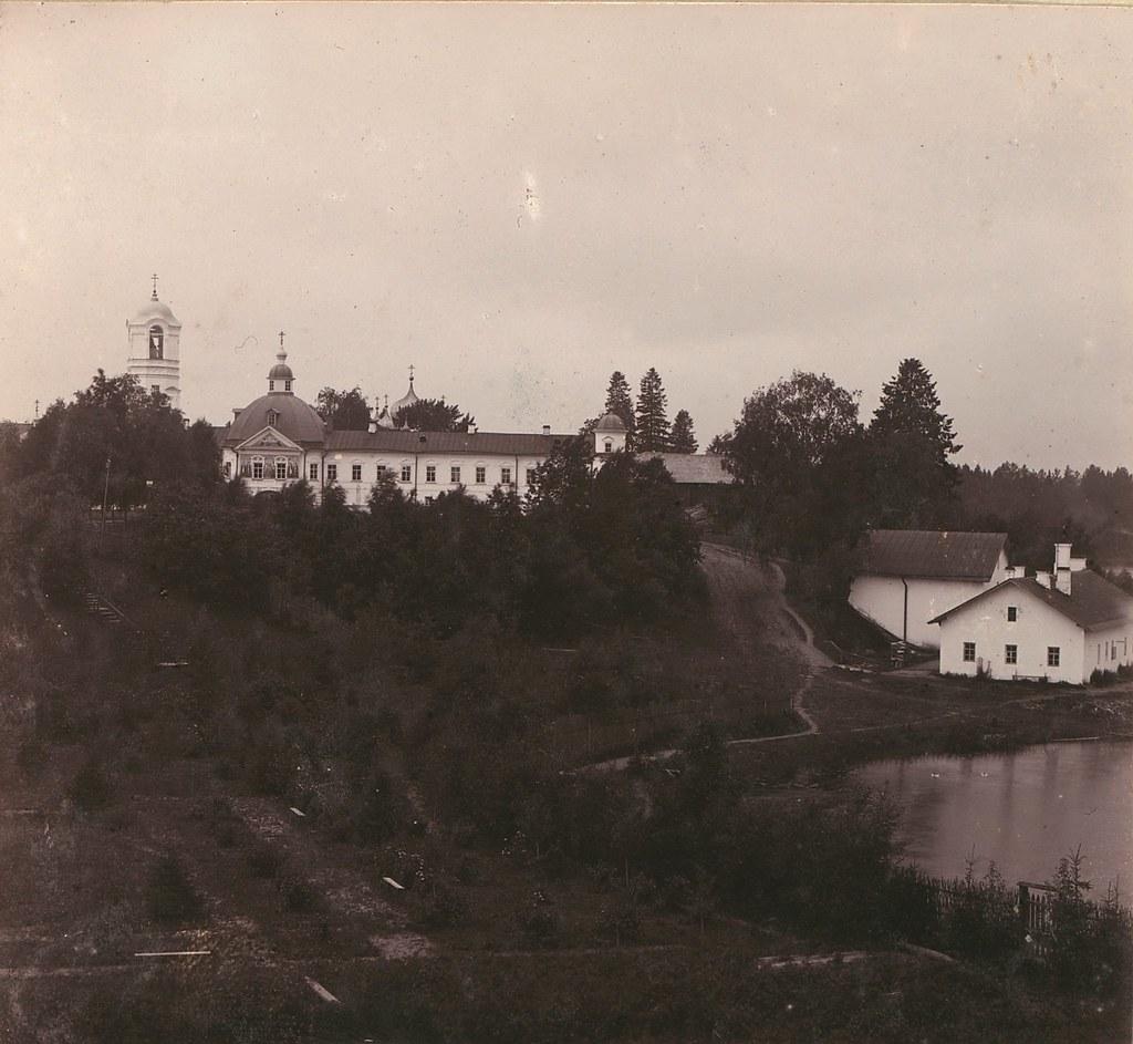 Окрестности города. Свято-Троицкий Александро-Свирский монастырь. Вид с дороги