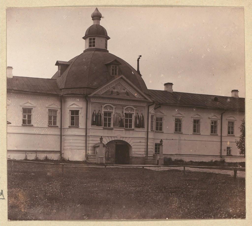 Окрестности города. Преображенская часть Александро-Свирского монастыря. Святые ворота
