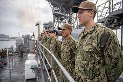Sailors man the rails as USS Harpers Ferry (LSD 49) arrives in Brunei, Oct. 10. (U.S. Navy/MC3 Danielle Baker)