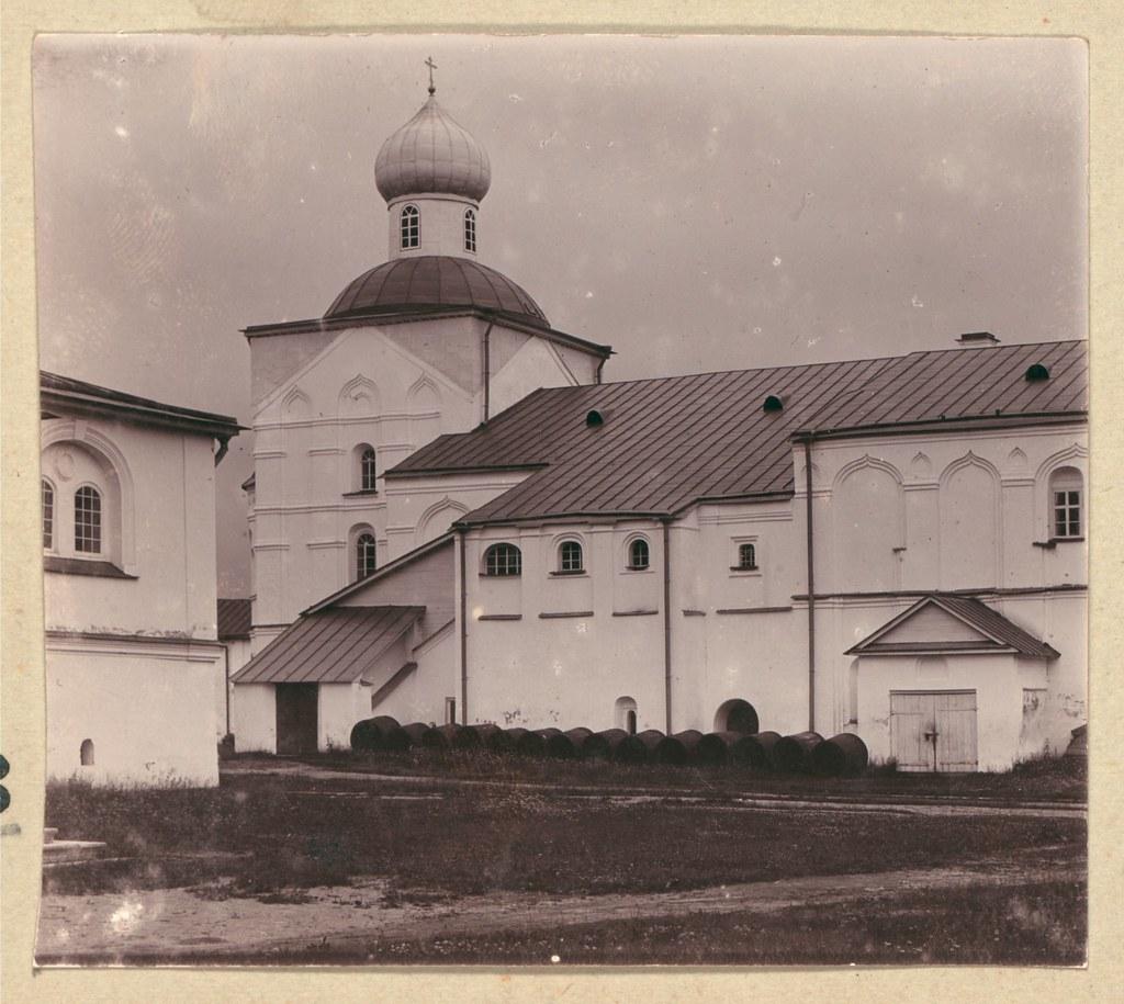 Окрестности города. Трапезная палата с Покровской церковью в Свято-Троицком Александро-Свирском монастыре