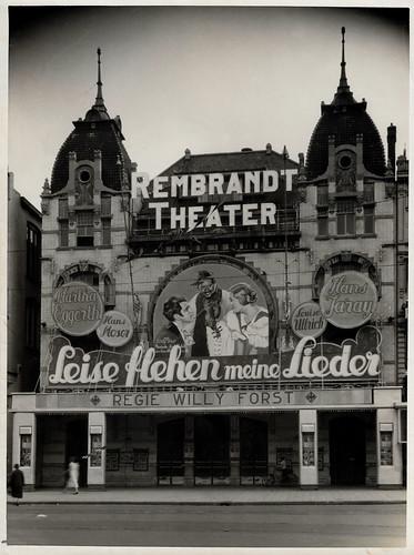 Leise flehen meine Lieder (1933)  in the Rembrandt Theater