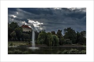 Fountain & garden