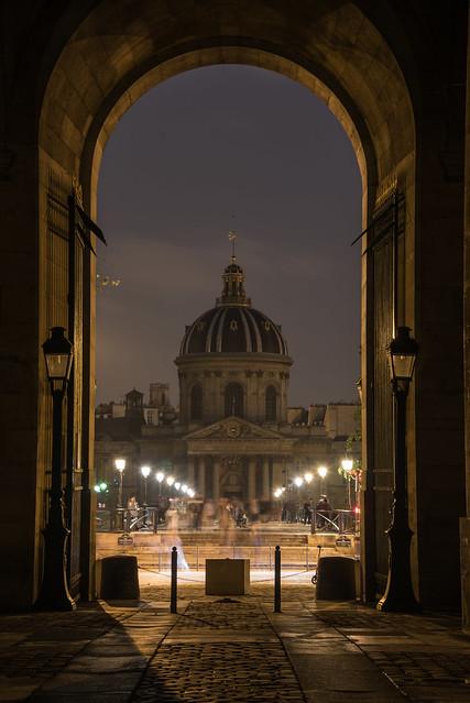 Institut de France depuis la cour Carré du Louvre - Paris