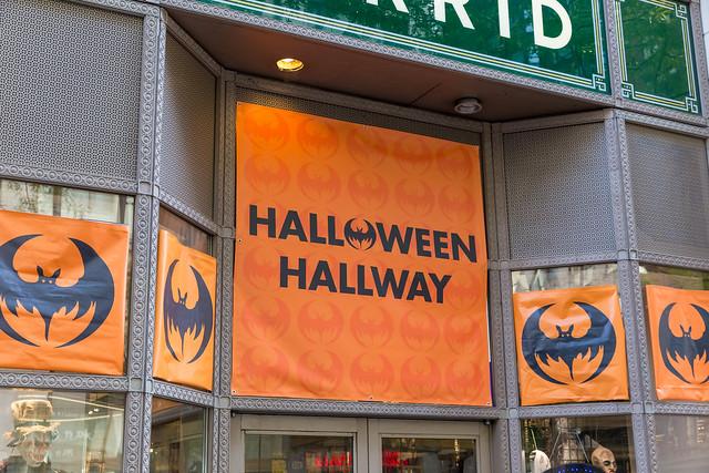 Halloween Hallway: Pop-up-Store für den Verkauf von Halloween Kostümen in Downtown Chicago