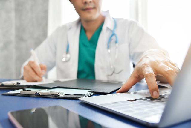 Central de médicos analisa três ações judiciais com demandas de saúde por dia