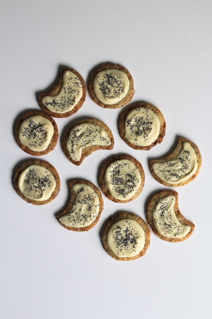 white chocolate and poppy seed cookies