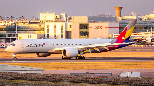 Airbus A350-941 HL8361 Asiana Airlines