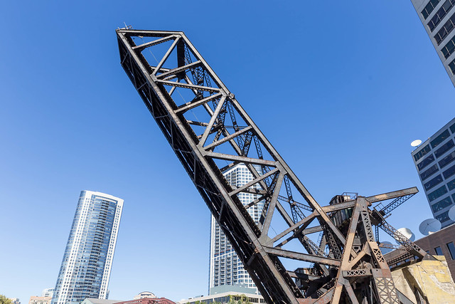 The Kinzie Street bascule bridge seen from the Chicago river