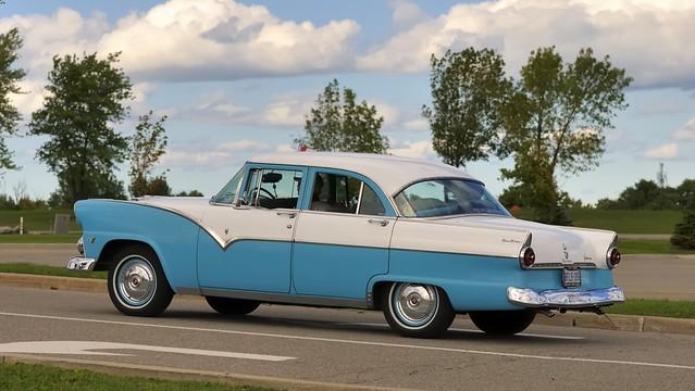 1955 Ford Fairlane Town Sedan four-door V8 - Brampton, Ontario