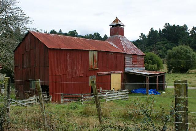 Riwaka red: barn and hops kiln