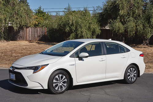 2020 Toyota Corolla Hybrid 2 Photo
