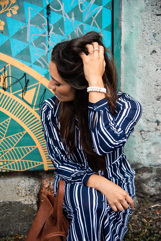 camille dg robe bleue lignée