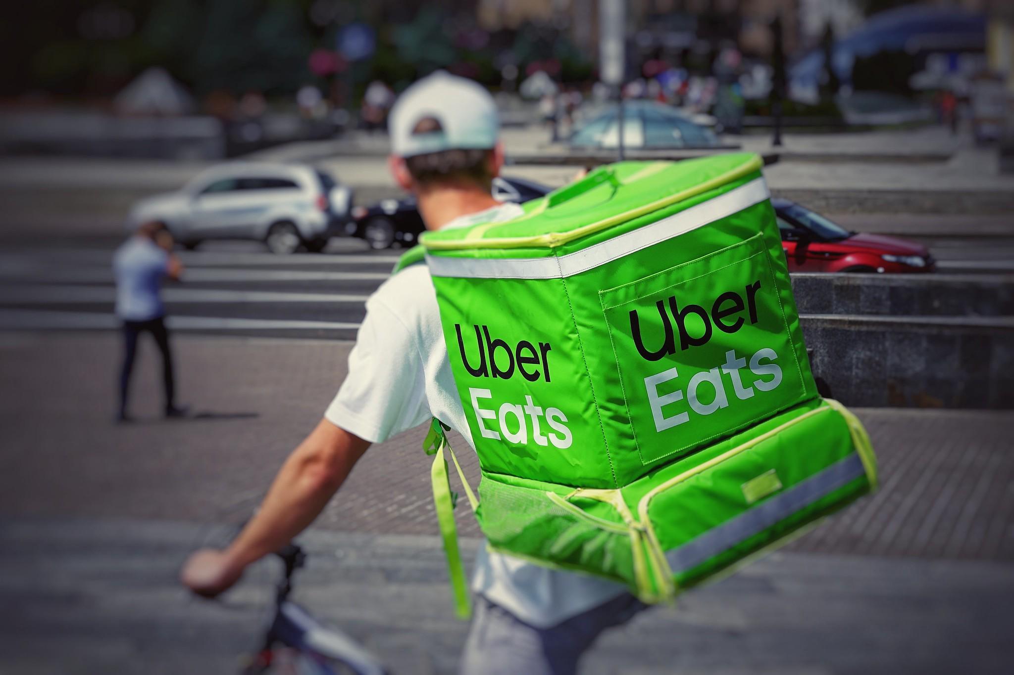Uber Eats的送貨員。(圖片來源:Robert Anasch / Unsplash)