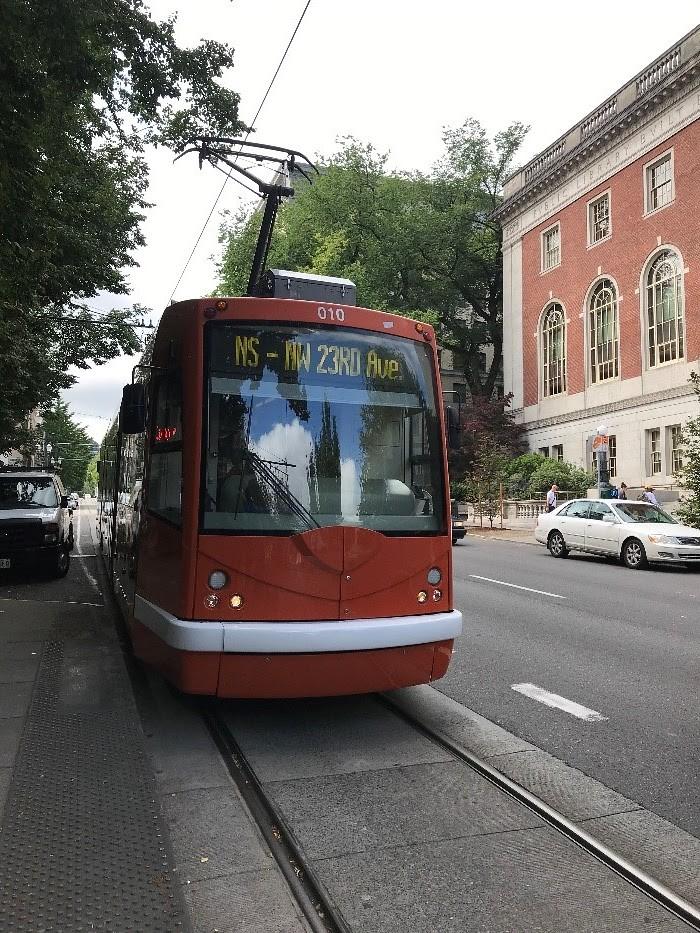 年會發生的地點波特蘭,市區內大眾交通系統非常發達,因而被評比為美國數一數二可步行之宜居城市。