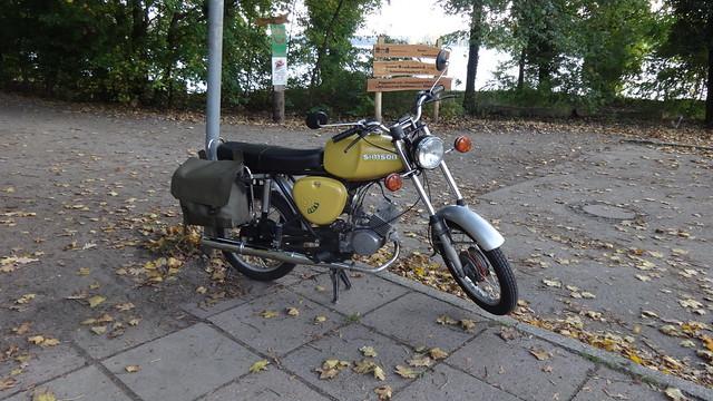 1979 Kleinkraftrad S50B2 von VEB Fahrzeug und Jagdwaffenwerk Ernst Thälmann Suhl im IFA-Kombinat Möllhausenufer in 12557 Berlin-Wendenschloß