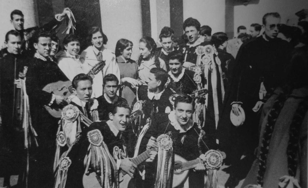 Tunos en la celebración de la fiesta de Santo Tomás de Aquino del Instituto de Toledo en  1957. Colección de Mary Carmen Butragueño Cerviño