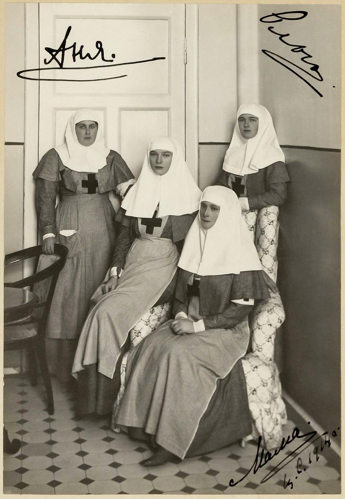 empress-alexandra-feodorovna-grand-duchesses-olga-and-tatiana-with-anna-alexandrovna-vyrubova1914_44028307430_o