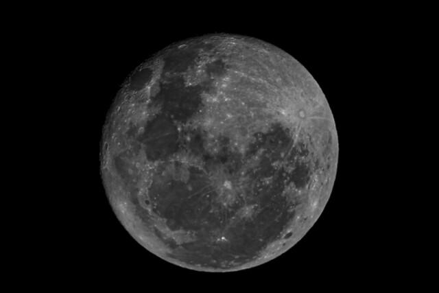 Luna gibosa menguate