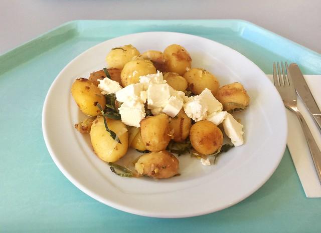 Roast potatoes with leek & feta / Kartoffelgeröstl mit Lauch & Hirtenkäse