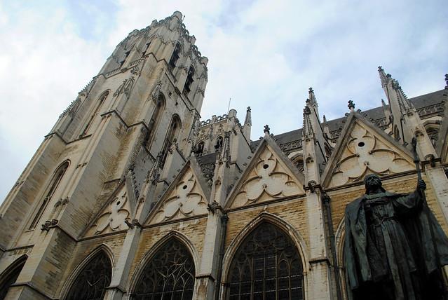 Side view of Cathédrale des Saints Michel et Gudule