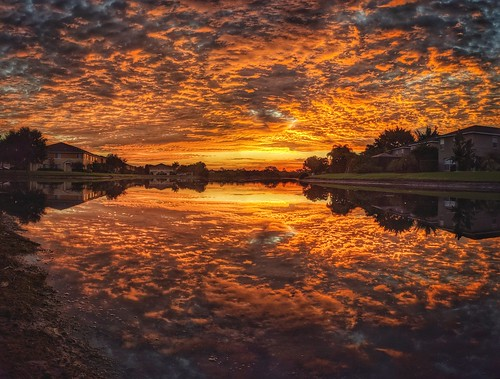sunriselovers sunrise reflections pixel3xl lakes landscapes cloudsonfire cloudporn clouds skyscape sky skypainter skycandy