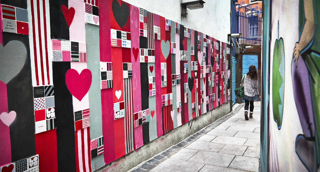 Street art in Dublin, Love Lane Temple Bar | Mooistestedentrips.nl