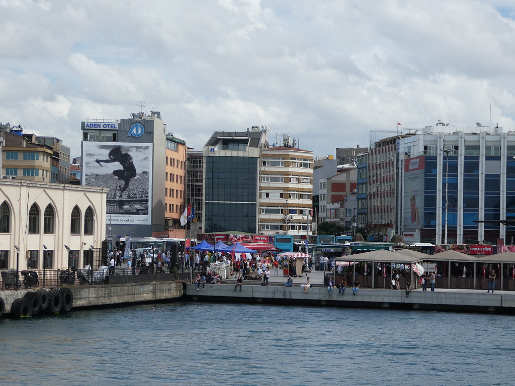 The waterfront market in Kadakoy