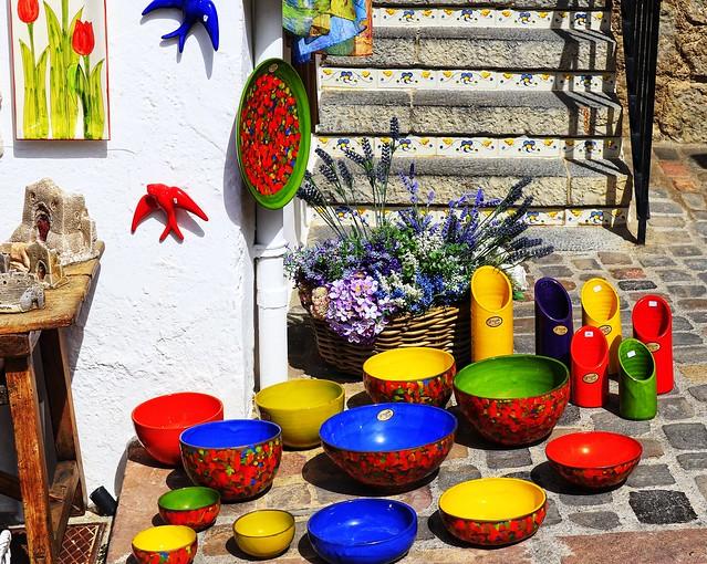 Tienda de artesanía en la subida al castillo de Sagunto