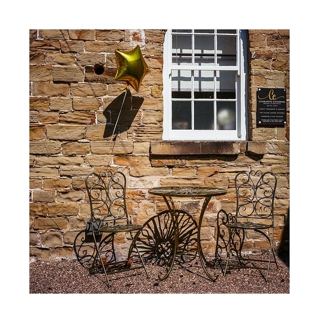 FILM - Golden chairs Golden balloon