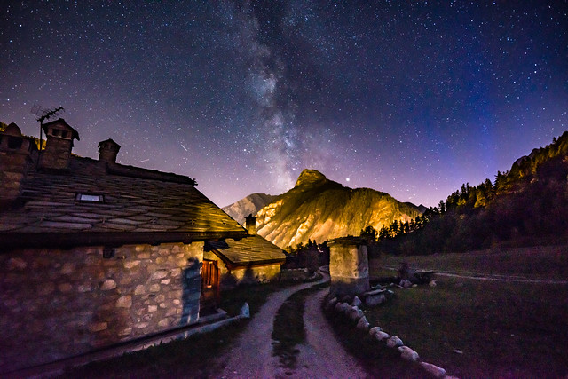 Nachthimmel über dem Aostatal
