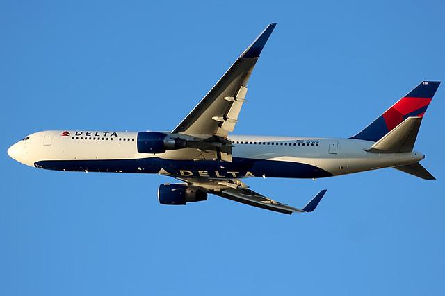 Delta 767-300 leaving Cincinnati