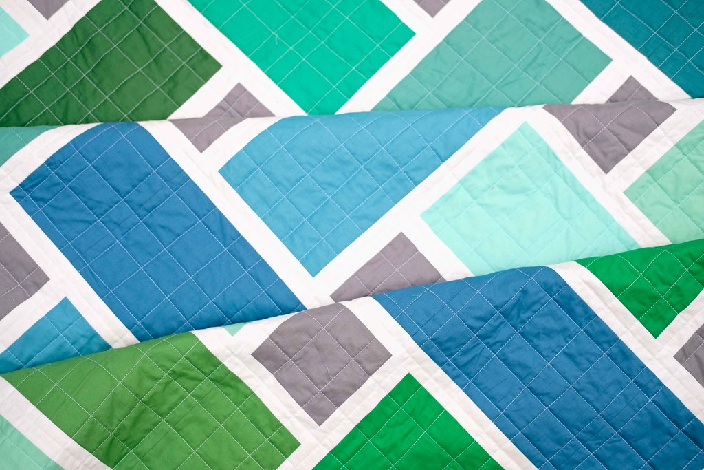 The Tessa Quilt in Solids - Kitchen Table Quilting
