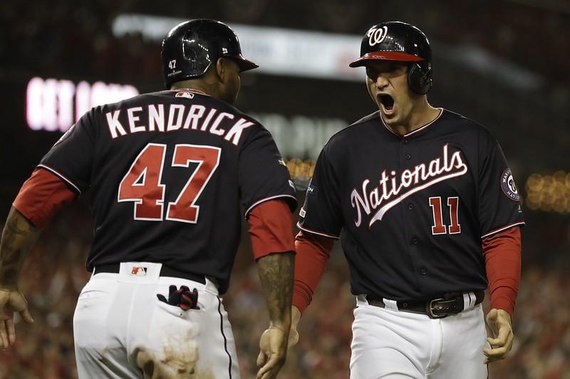 Howie Kendrick(左)與Ryan Zimmerman(右)首局慶祝得分。(達志影像)