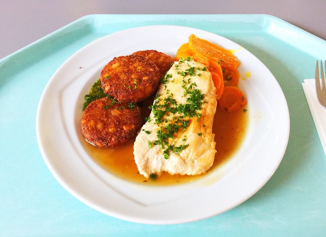 Turkey escalope with honey pepper sauce, carrots & hash browns / Putenschnitzel in Honig-Pfeffersauce mit Möhren & Rösti