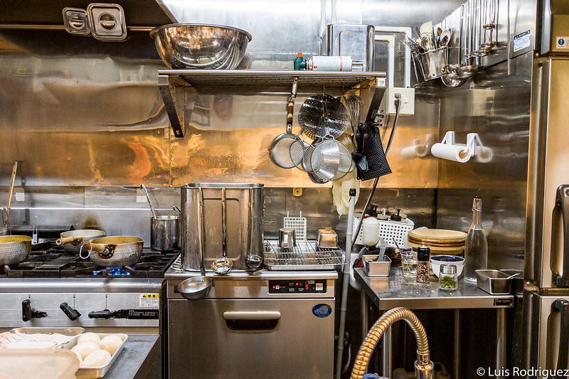 Cocina vista desde la barra
