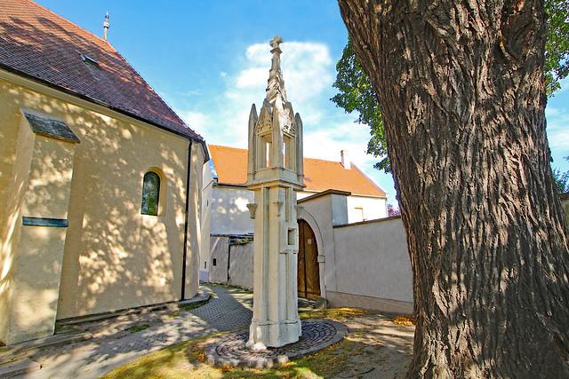 Hof am Leithaberge. Tabernakelpfeiler, 1433 - Gotik