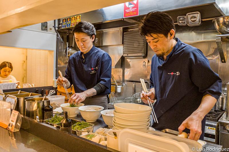 Barra y cocineros de Tsuta