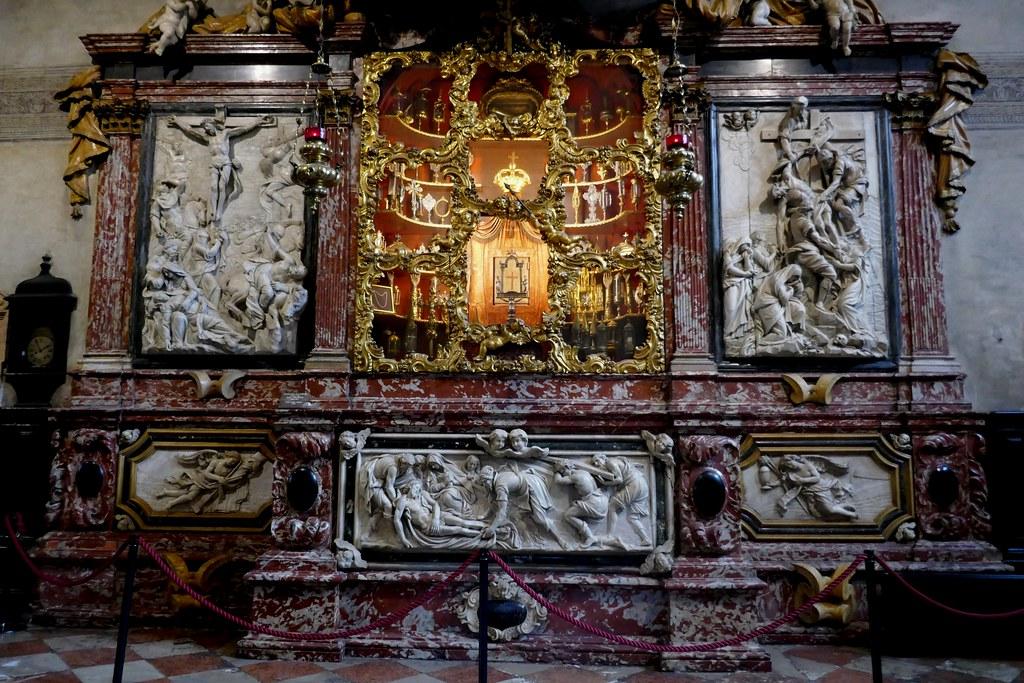 Autel baroque des reliques 1711, sacristie, basilique Santa Maria Gloriosa dei Frari, campo dei Frari, sestiere de San Polo, Venise, Vénétie, Italie.