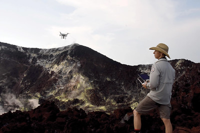drone sampling volcanic gases at Manam and Rabaul volcanoes