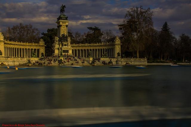 STATICS NEUTRAL DENSITY SHOT LAGO DEL PARQUE DEL BUÉN RETIRO-Madrid