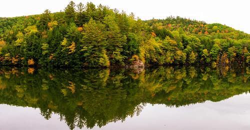 vermont fallcolors fallfoliage lake reflection route100 echolake