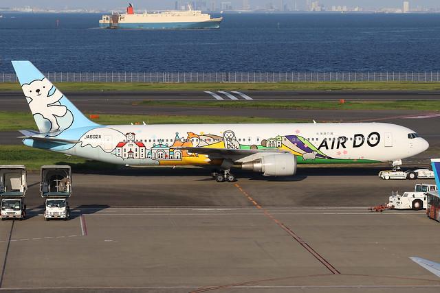 JA602A  -  Boeing 767-381  -  Air Do (Beardo Hokkaido Jet colours)  -  HND/RJTT 9/10/19