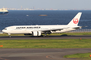 JA8978  -  Boeing 777-289  -  Japan Airlines  -  HND/RJTT 9/10/19 | by Martin Stovey