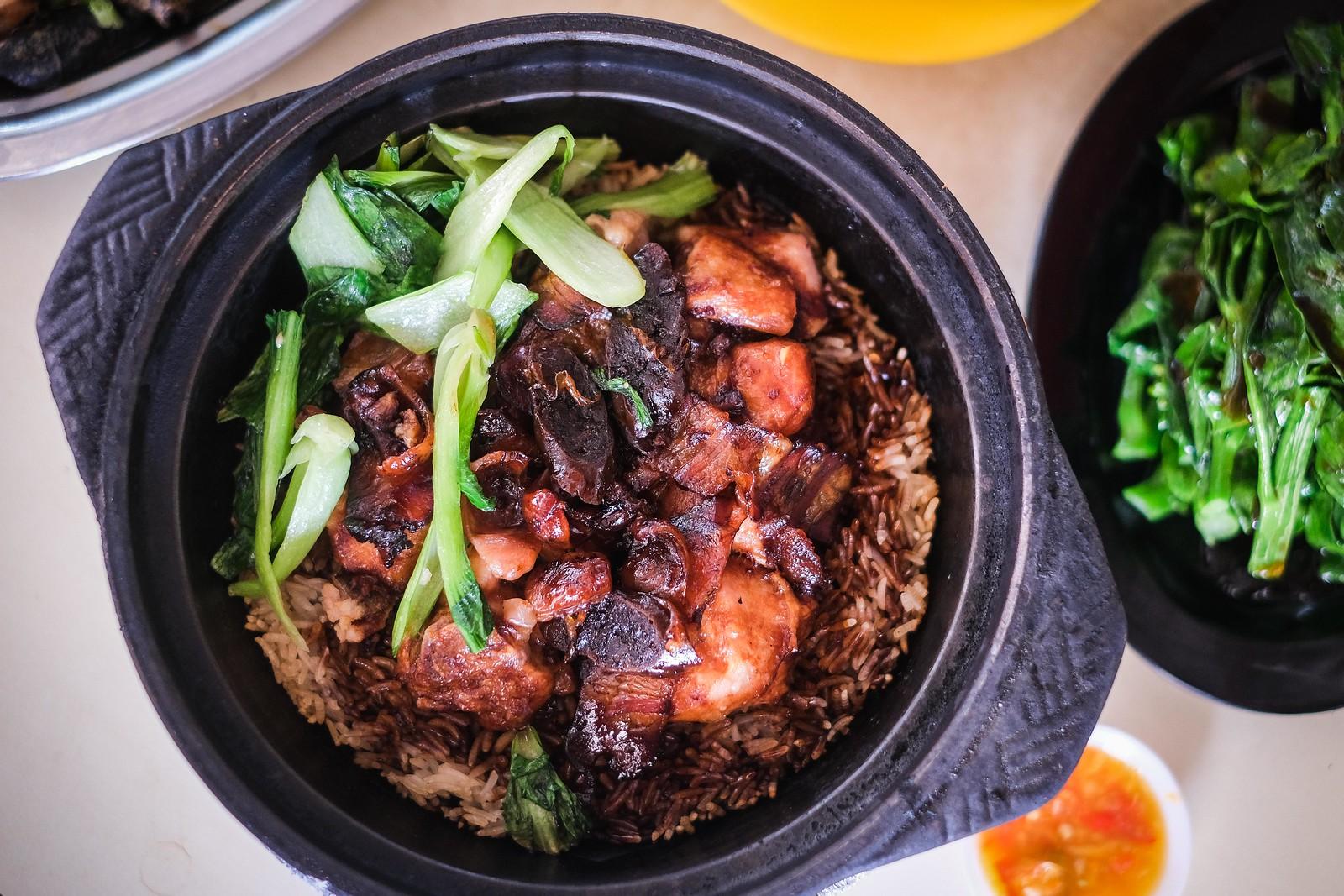 claypot sausage chicken rice top down