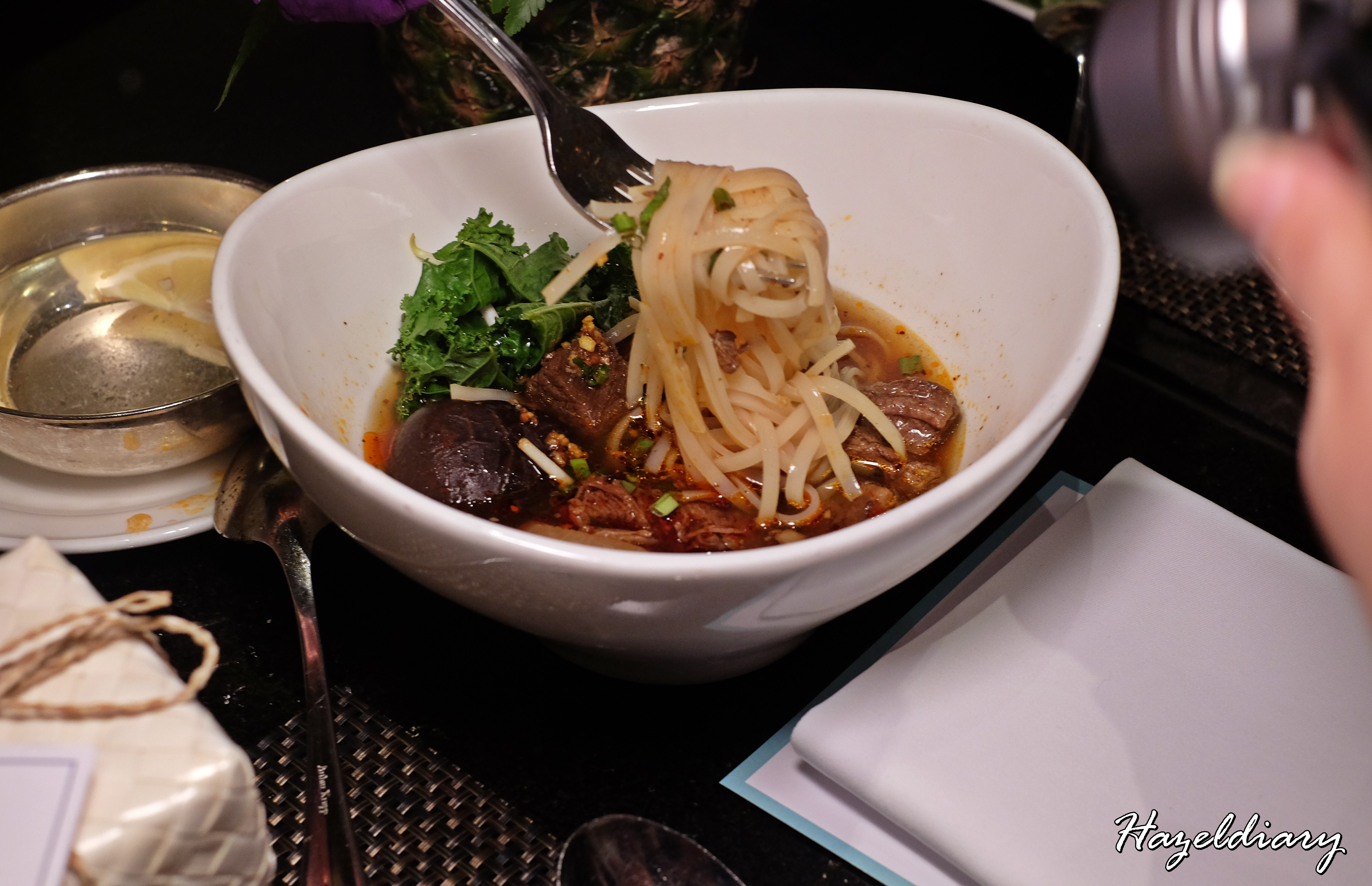 EnThaising Siam-The Dining Room Sheraton Towers Singapore-Noodle soup