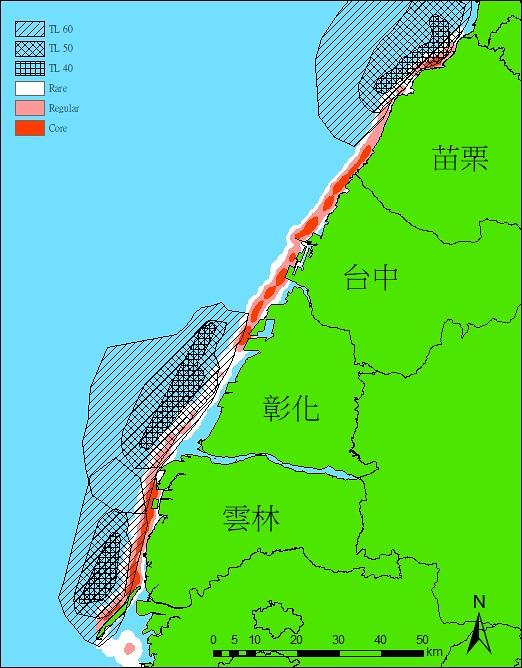 中華白海豚核域密度與以及風場打樁時噪音影響範圍。斜線區域為(RMS)160dB re 1 μPa影響範圍,交叉網格區域為(RMS)170dB re 1 μPa(約SEL 160dBre 1 μPa2s)影響範圍,米字形網格區域為(RMS)180dB re 1 μPa影響範圍。核域分析的活動分布:紅色是50%核心範圍,淺紅色外緣是90%家域活動範圍,白色外緣是100%全分布範圍。圖表來源:台大鯨豚實驗室