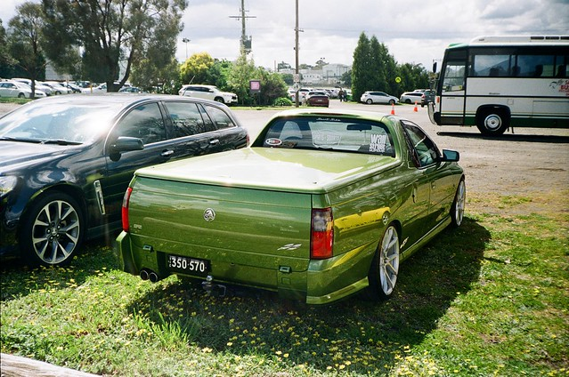 2003 Holden ute (photo 2)