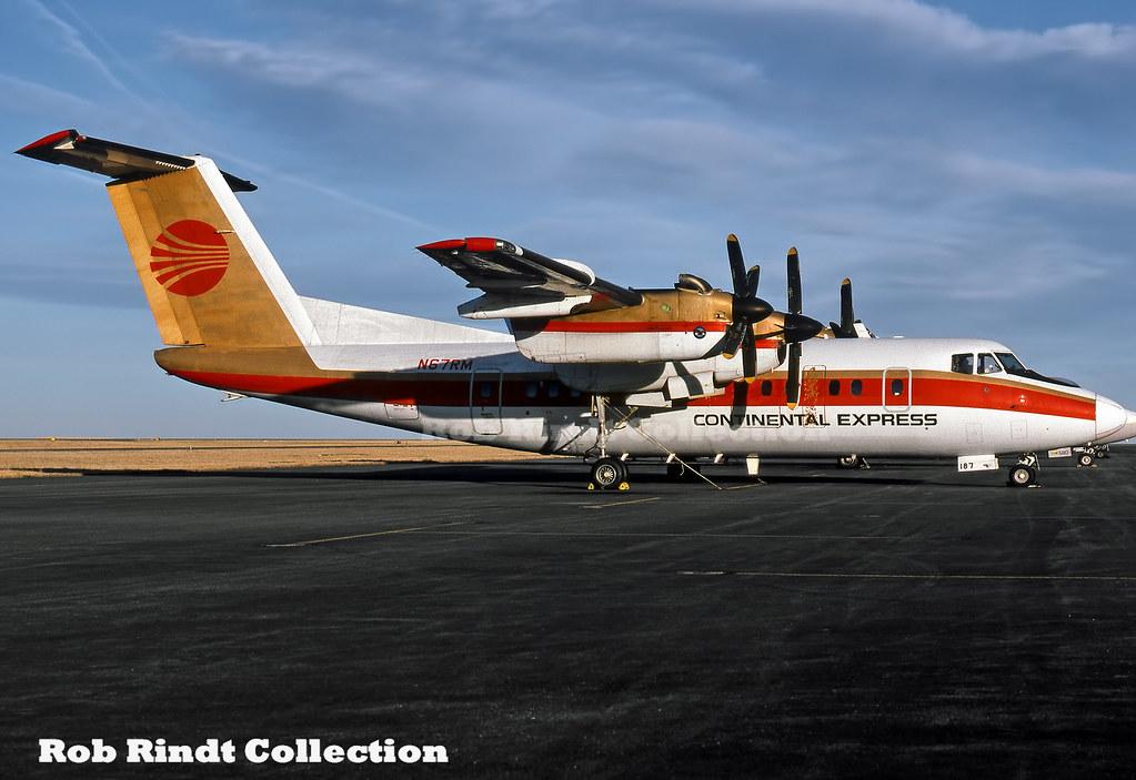 Continental Express Dash-7-102 N67RM