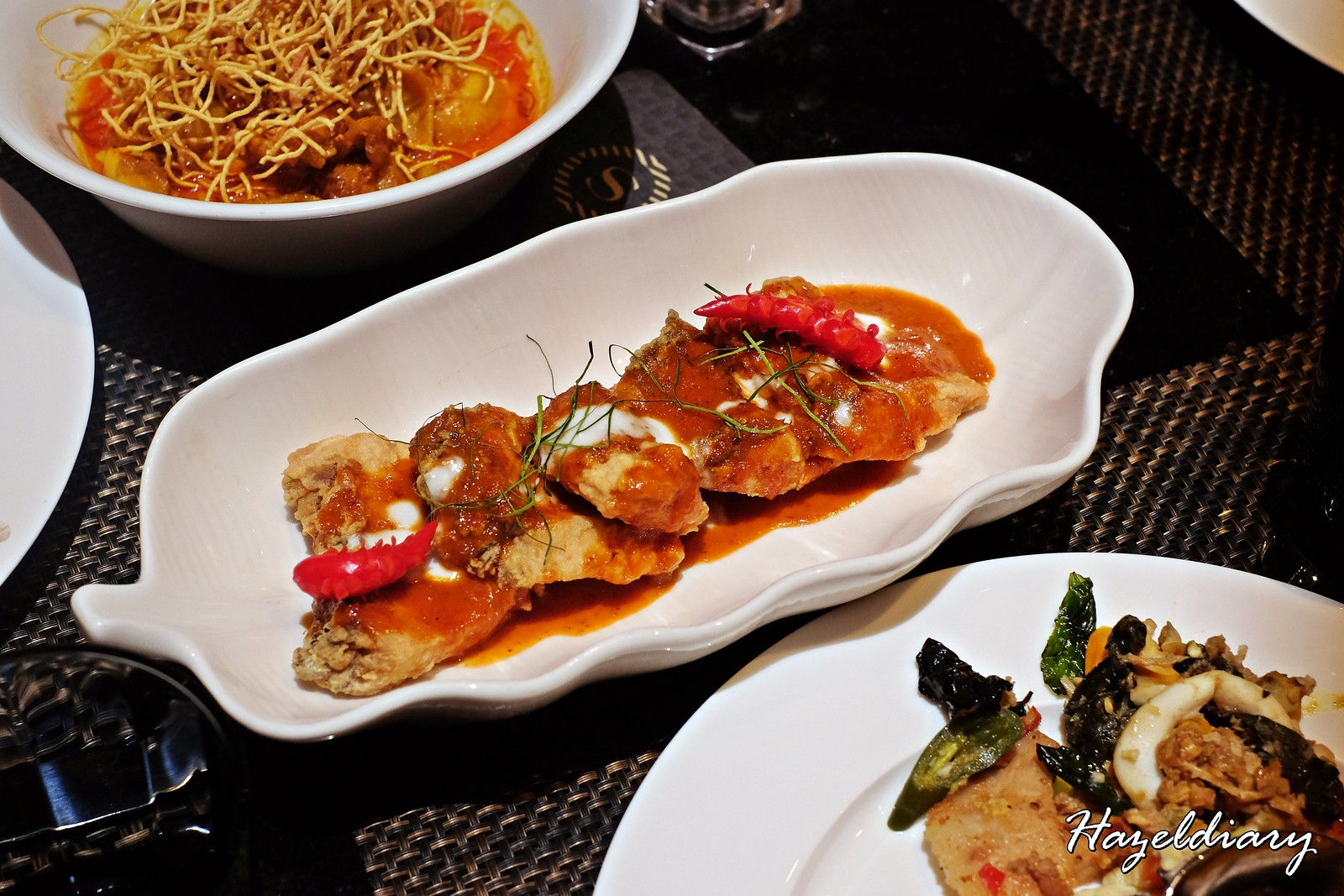 EnThaising Siam-The Dining Room Sheraton Towers Singapore-Deep-fried Seabass