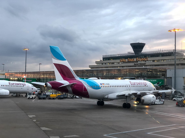 Hinter dem Terminal am Köln Bonn Flugahfen